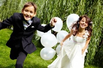 ילדים רצים בגן אירועים