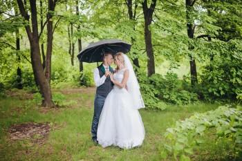 זוג מתחתן בחורף