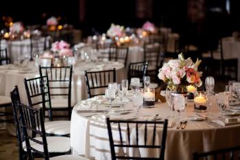 שולחן עם נרות