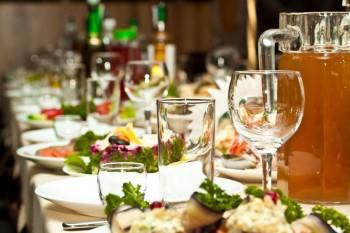אוכל ומשקאות באירוע